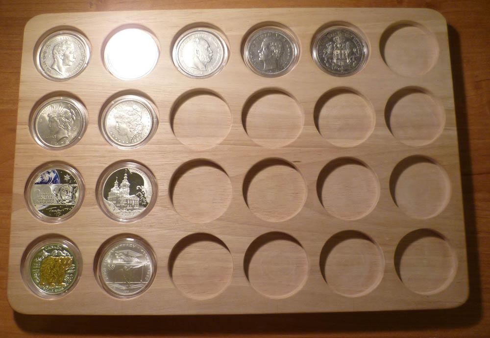 Планшет для 20 монет диаметром до 41 мм (массив дерева гевея.